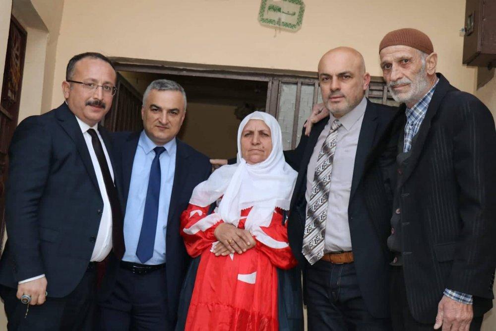 Üzerinde Türk Bayrağı ile yaşayan Vasiye ana