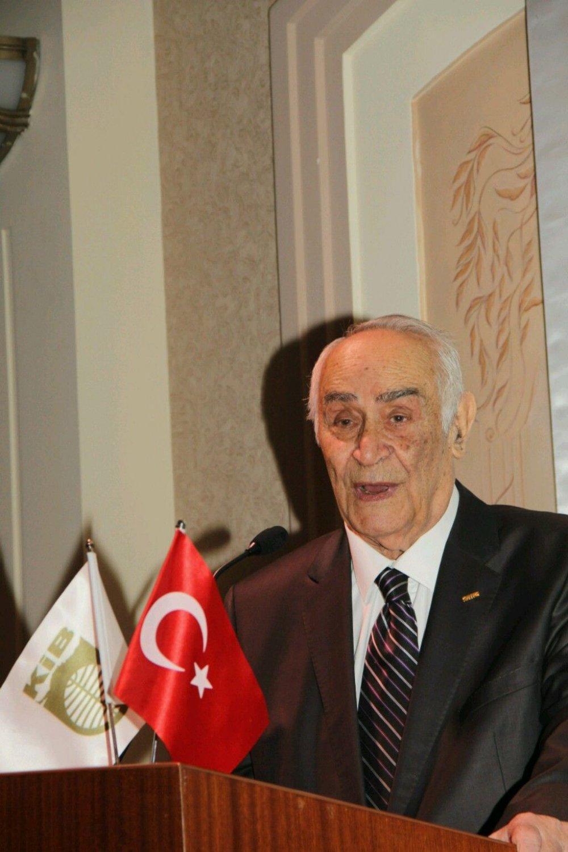 Trabzon bir değerini kaybetti! Trabzonspor'un kurucu üyesi Sabit Sabır vefat etti!