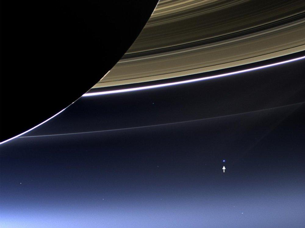 Cassini uzay aracı Satürn'den Dünya'yı görüntüledi!