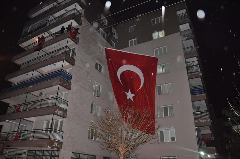 İzmir'deki terör saldırısında polis Fethi Sekin facianın büyümesini önledi