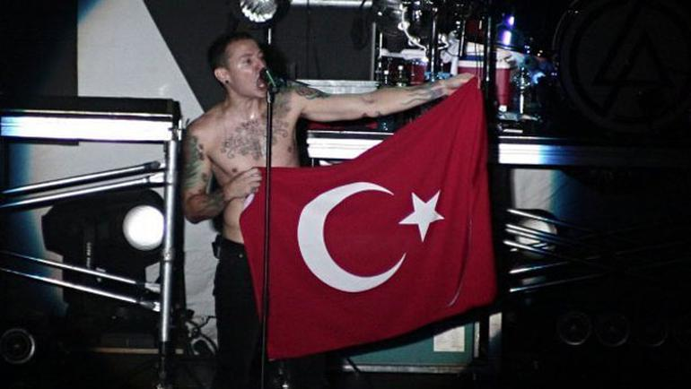 Müzik dünyasında şok! Linkin Park'ın solisti intihar etti