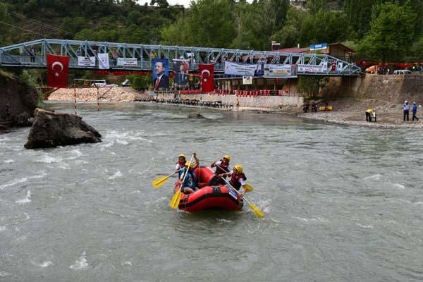 Tunceli'de terör yok rafting var