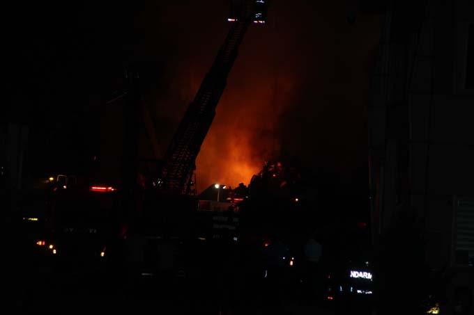 Hurda geri dönüşüm tesisinde yangın çıktı