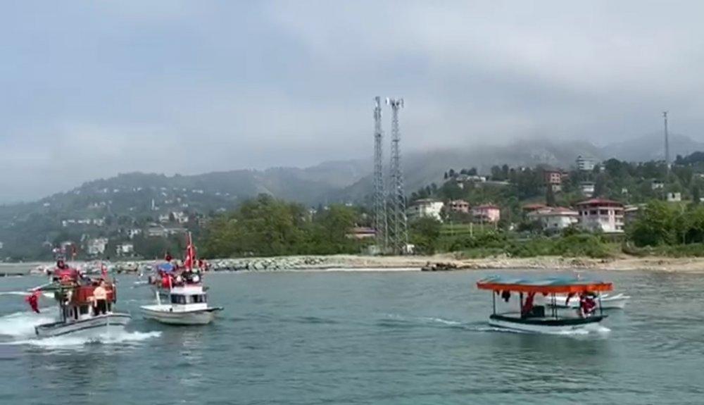 Rizeli balıkçılardan 19 Mayıs kutlaması