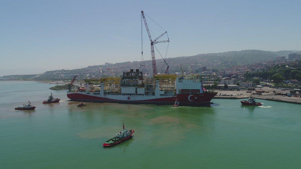 Fatih Sondaj gemisi 4 saatlik çalışmanın ardından Trabzon Limanı'na çekildi