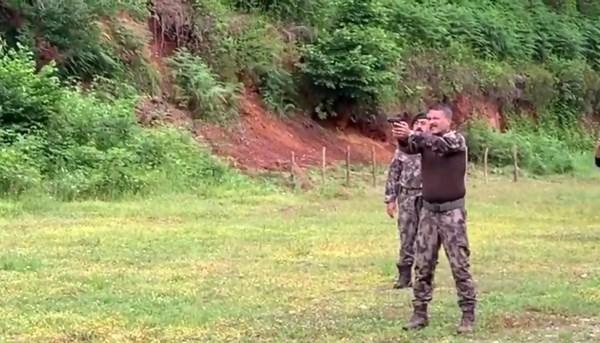 Trabzon Emniyet Müdürü Alper'den şarkılı destek