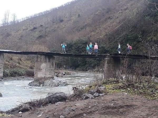 Okul yolundaki tehlikeli yolculuk bitiyor
