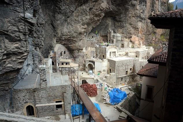 Sümela Manastırı'nı tehdit eden kaya için karar verildi