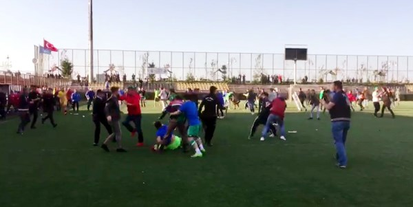 Rize'de amatör maçta kavga çıktı!