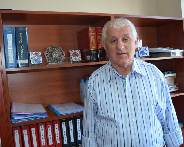 Karadeniz Teknik Üniversitesi (KTÜ) Tıp Fakültesi Onkoloji Bölümü Öğretim Üyesi Prof. Dr. Fazıl Aydın,