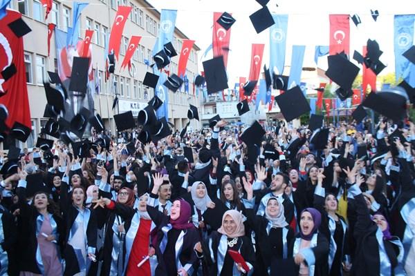 KTÜ Vakfıkebir MYO son mezunlarını verdi