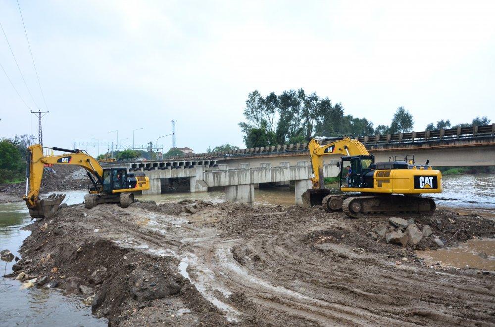 Selin yıktığı köprünün yerine yenisi yapılıyor - Köprünün 4 ayağı tamamlandı