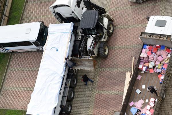 Trabzon Adliyesindeki dosyalar tırlara yüklendi - Ankara'ya gönderildi