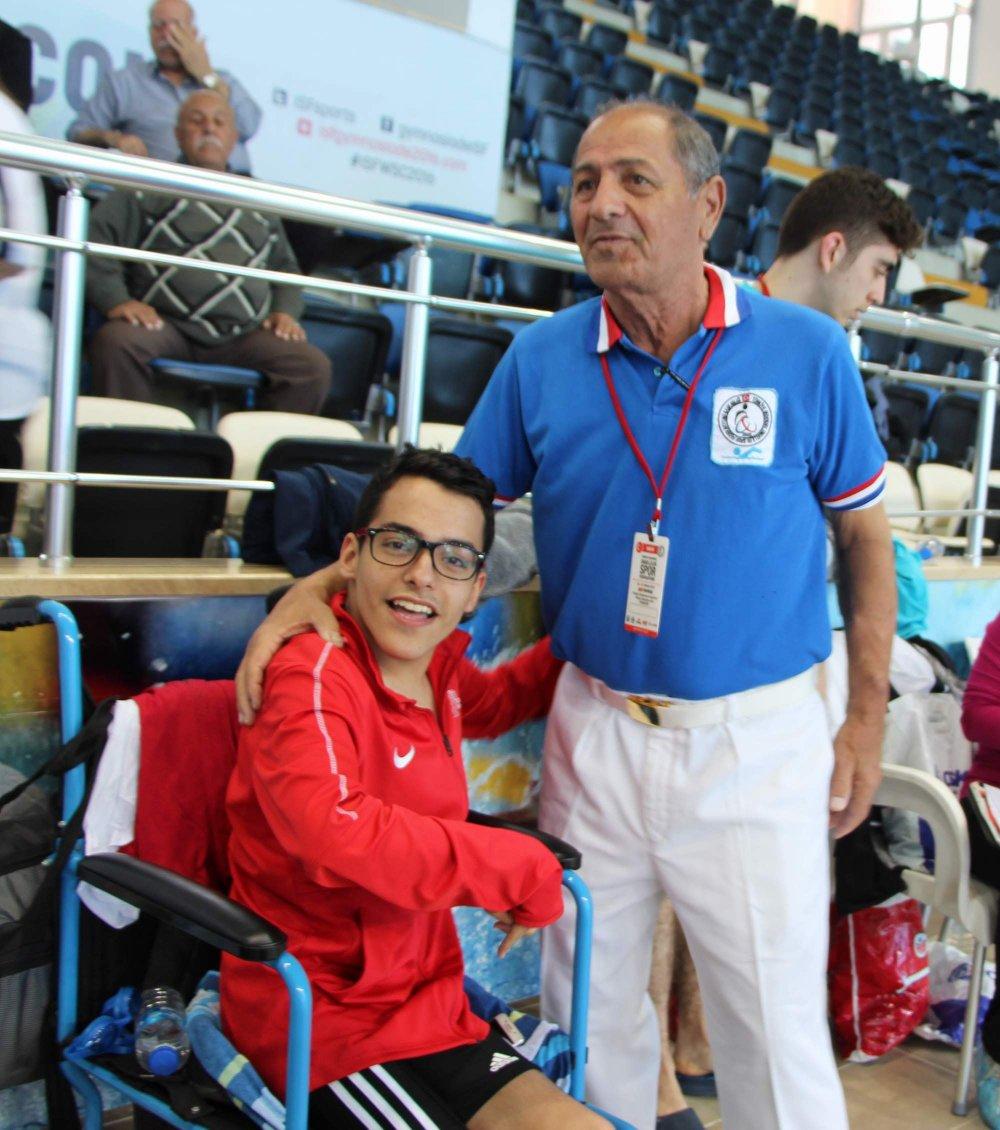 Trabzon'da hayatını engelli sürücülere adadı