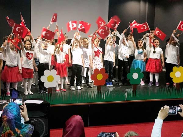 Trabzon'da minik öğrencilerden gösteri