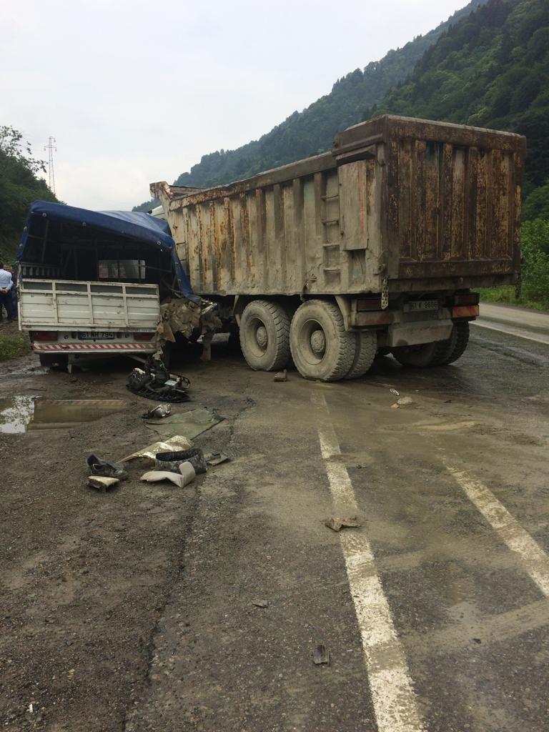 Trabzon Dernekpazarı'nda kaza: 1'i ağır 2 yaralı