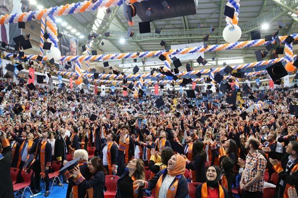 Avrasya Üniversitesi'nden muhteşem mezuniyet töreni