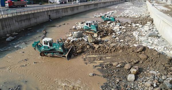 Rize'de taşkını önleme çalışmaları devam ediyor