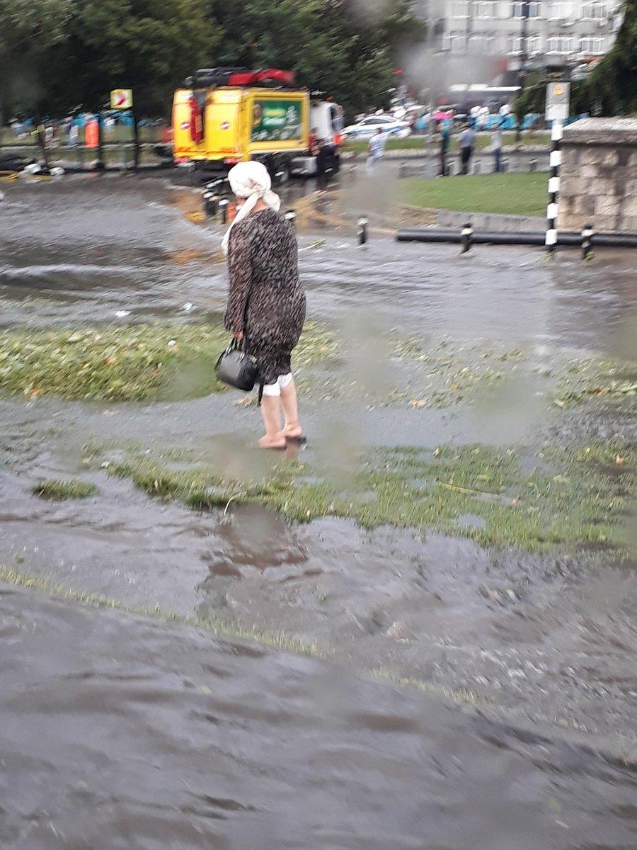 İstanbul'da fırtına kabusu! Cevizden büyük dolu yağdı