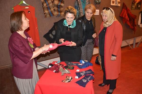 Trabzon'da Gönül elçileri keçe sergisini gezdi
