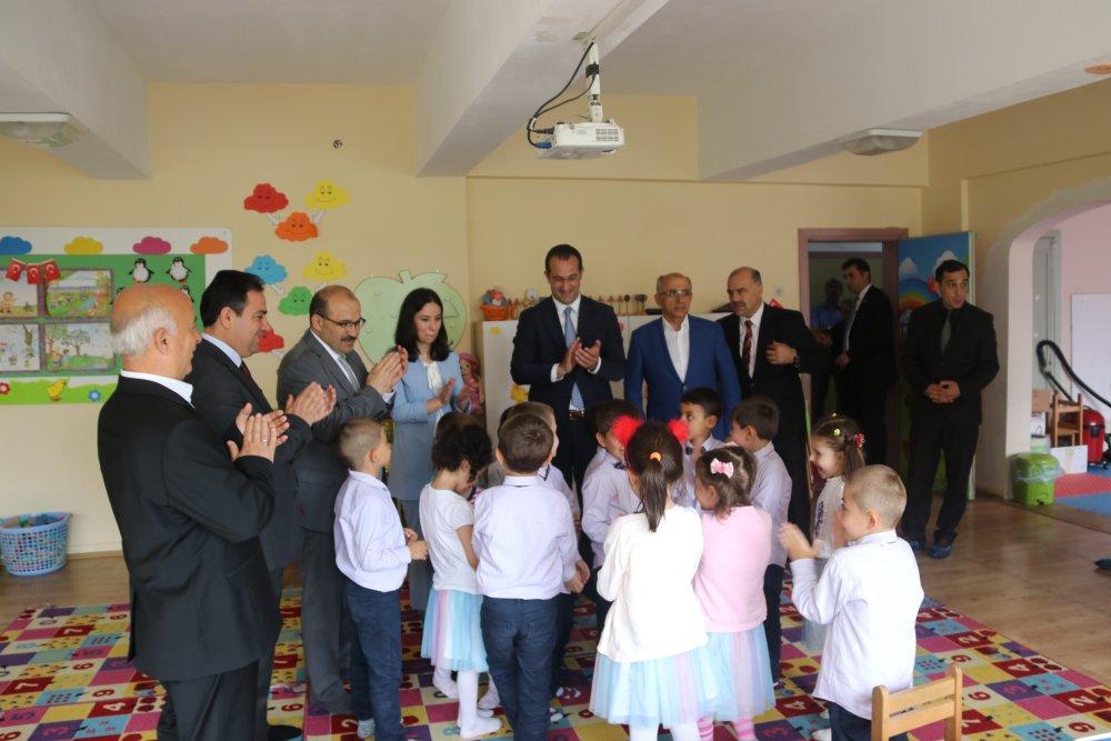 Başkan Ekim öğrencilerin karne sevincine ortak oldu