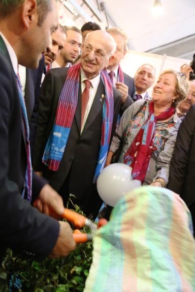 TBMM Başkanı Ankara'da çay kesti