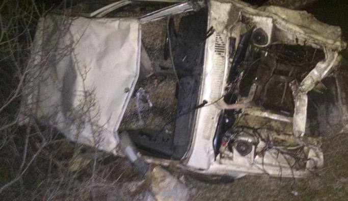 Bayburt'ta kamyonet uçurumdan yuvarlandı