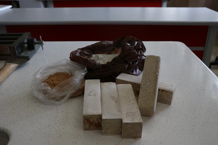Lise öğrencisi talaştan tuğla üretti