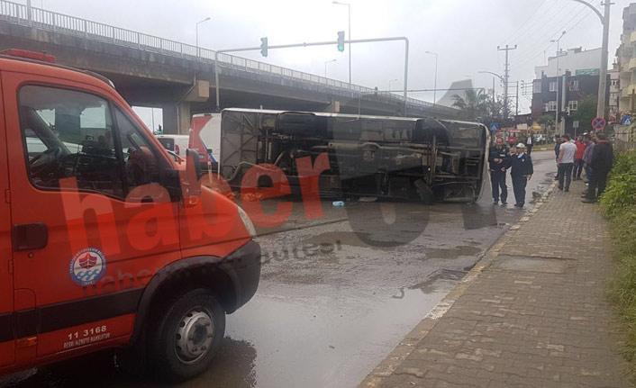 Trabzon'da korkutan kaza! Otobüs devrildi