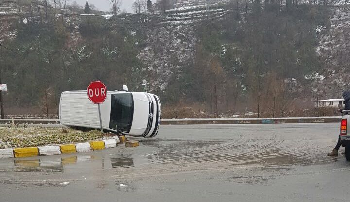 Trabzon'da yağış kaza getirdi!