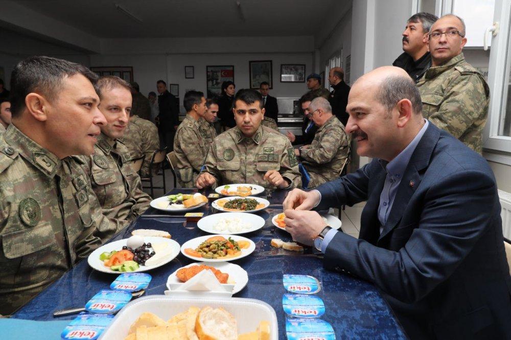 Soylu, askerlerle kahvaltıda bir araya geldi