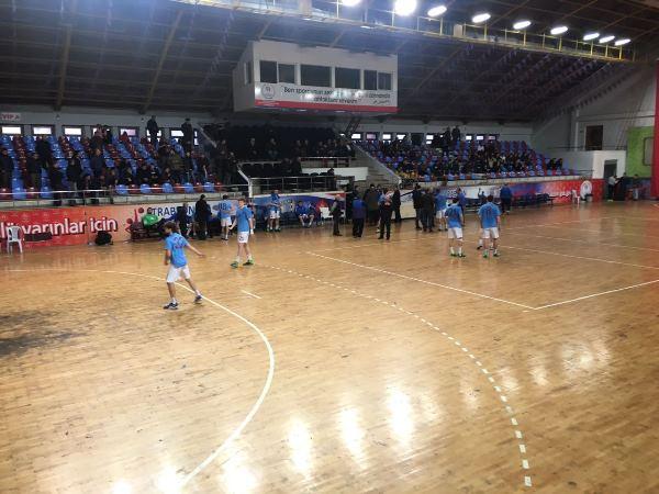 Trabzon'da hentbol maçında gerginlik