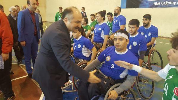 Erhan Usta'dan engelli takımına ziyaret