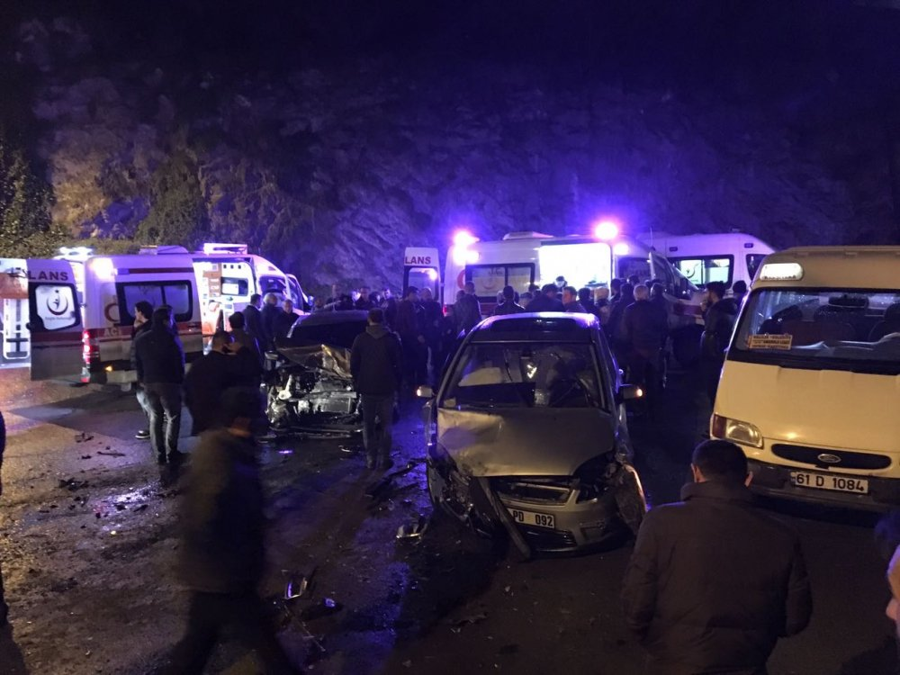 Trabzon'da 3 araç birbirine girdi: 4 yaralı