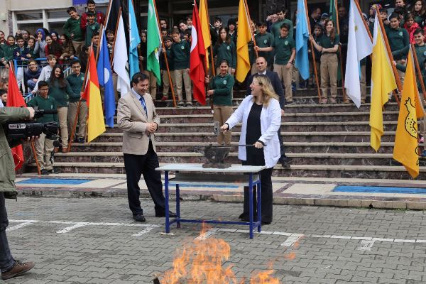 Trabzon'da öğrenciler Nevruz'u demir döverek kutladı