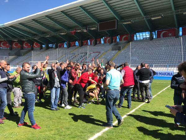 Arsinspor 3.lige çıktı