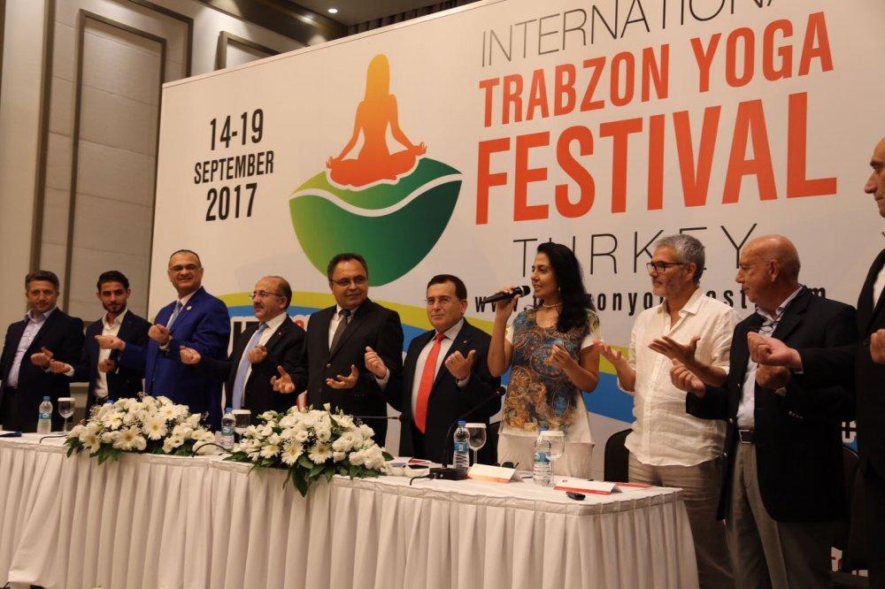 Trabzon protokolü yoga yaptı!