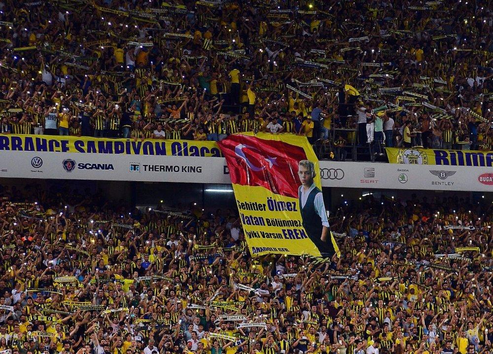 Fenerbahçe Trabzonspor maçında dikkat çeken pankart