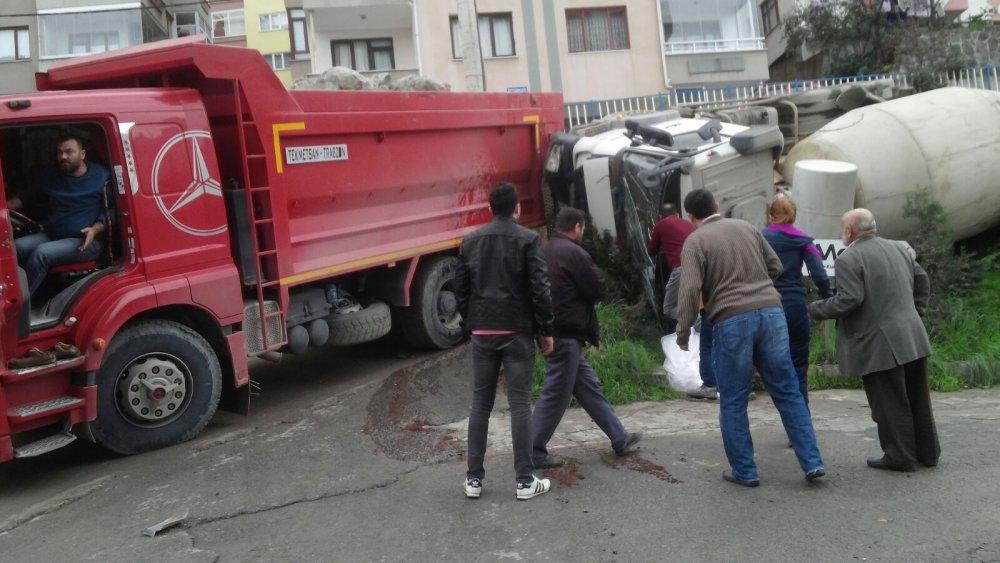 Trabzon'da beton mikseri devrildi!