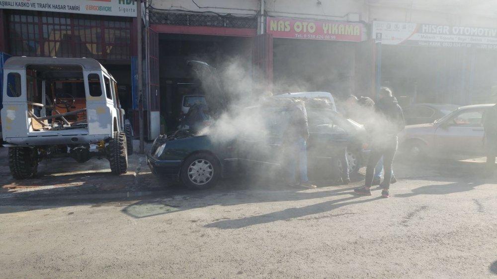 Trabzon'da tamire giden araç alev aldı