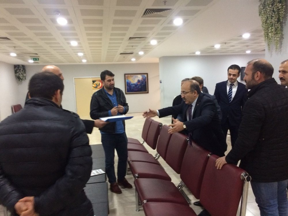 Trabzon'da Kanuni Bulvarı mağdurları, imzaları Gümrükçüoğlu'na iletti