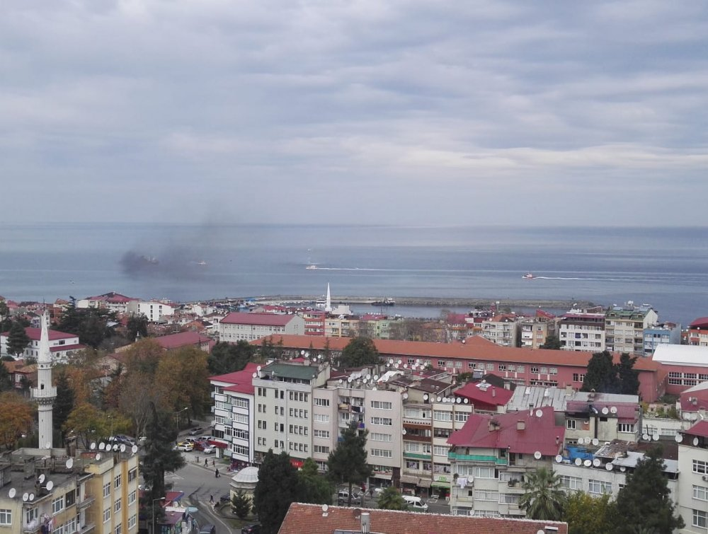 Trabzon'da Denizde gemiden dumanlar yükseldi