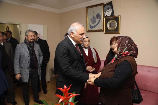 Zorluoğlu'ndan Eren Bülbül'ün ailesine ziyaret