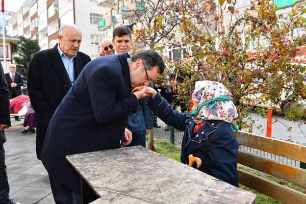 Başkan Genç sahanın tozunu atıyor
