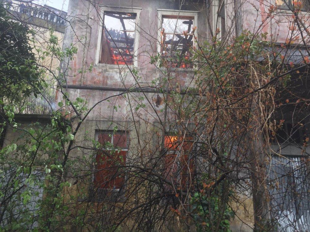 Trabzon'da yangın – Bina küle döndü