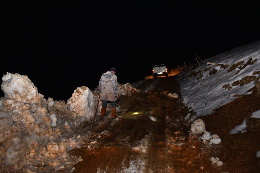Trabzon'da yaylada mahsur kalan çoban için seferber oldular