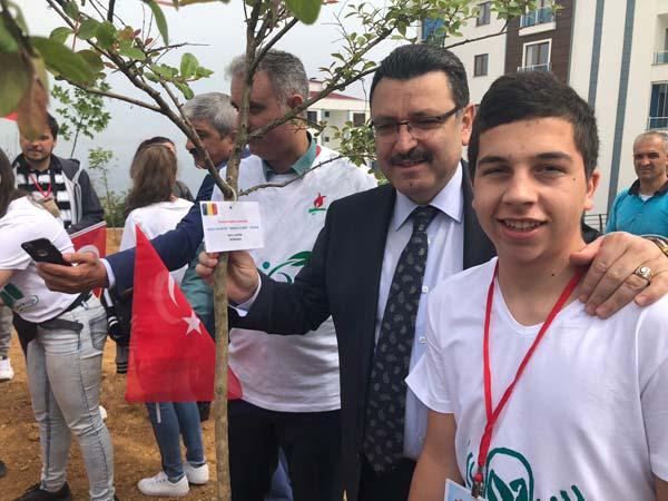 Romanya ve Polanya'dan Trabzon'a gelen öğrenciler fidan dikti