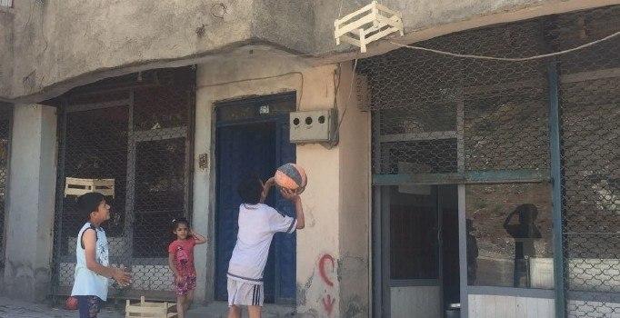 Yeni Bakan Osman Aşkın Bak, Hakkarili çocukları sevindirdi