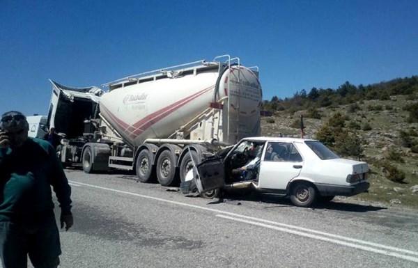 Beton mikserine çarpan sürücü öldü 3