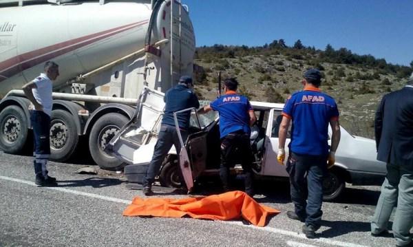 Beton mikserine çarpan sürücü öldü 2